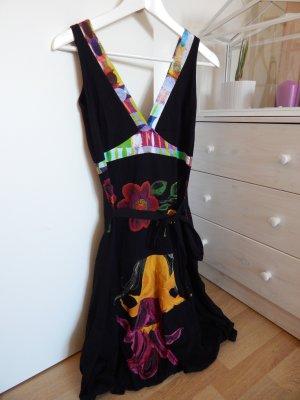 Schwarz-bunt gemustertes Kleid von Desigual