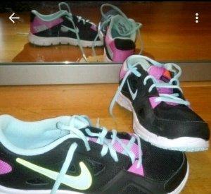 Schwarz / bunte Nike Turnschuhe