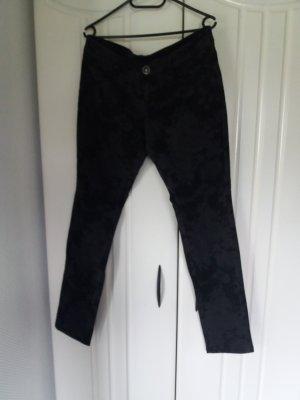 schwarz geblümte Jeanshose