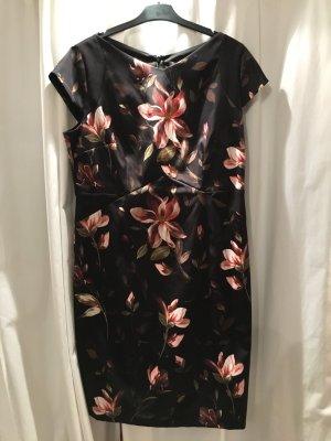 Schwarz geblümtes Kleid