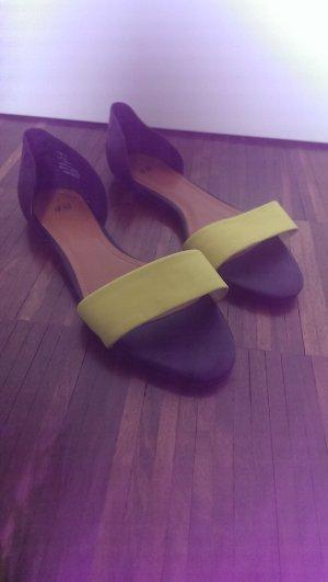 Schwarz-Gelbe Sandalen