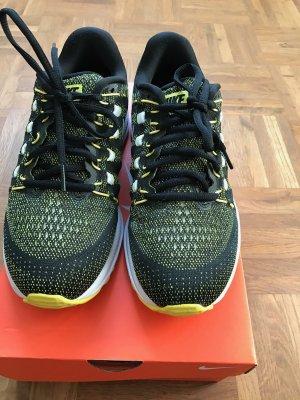 Nike Basket à lacet noir-jaune fibre textile