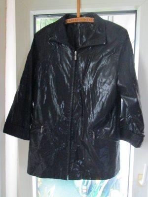 schwarz glänzende Jacke