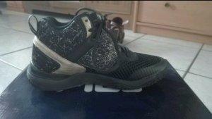 schwarz-goldene fila Schuhe