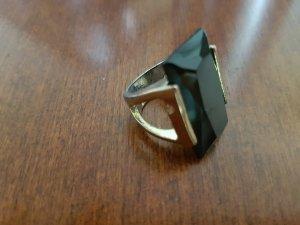 schwarz-goldener Ring