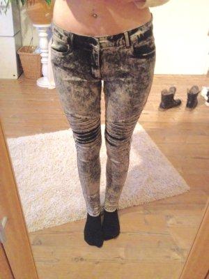 Schwarz grau gefleckte Hose