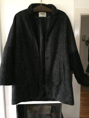 Schwarz-grauer Mantel Bruuns Bazaar