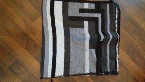 schwarz grauer Poncho