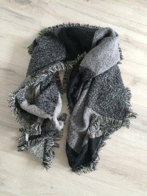 Schwarz grauer Schaal Winter flauschig