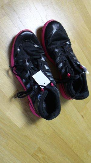 Schwarz/ linke Trainingsschuhe von Adidas