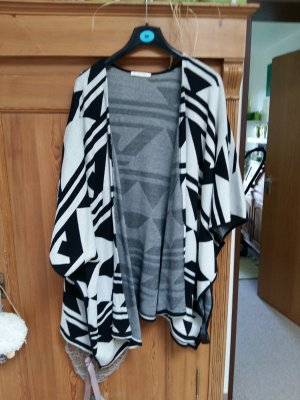 Pieces Poncho negro-blanco puro