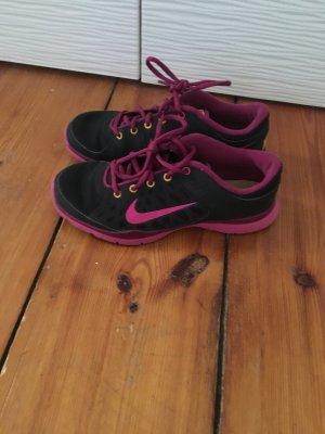 Schwarz-Pinke Sneaker von Nike