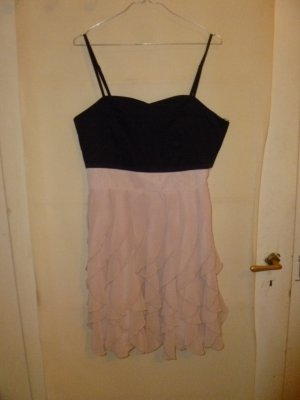 schwarz-rosanes Rüschenkleid