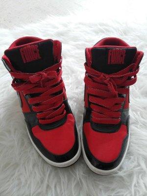 Schwarz-rote Force Sneaker mit Absatz