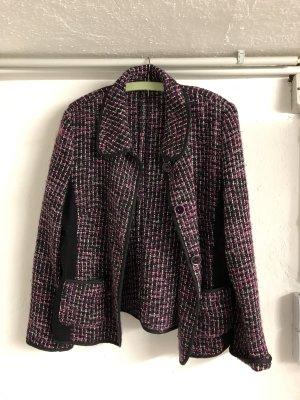 Schwarz / rote Jacke