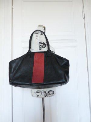 Schwarz-rote Liebeskind-Tasche mit Kroko-Muster