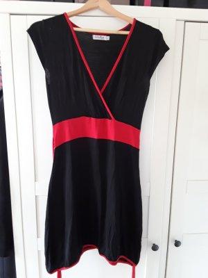Schwarz-rotes Kleid