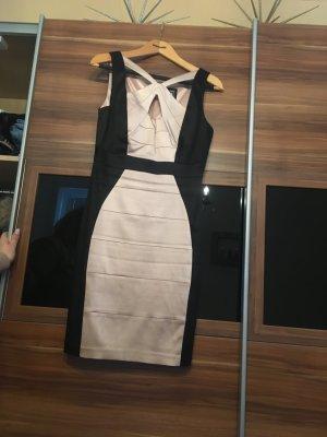 Schwarz und beiges Kleid