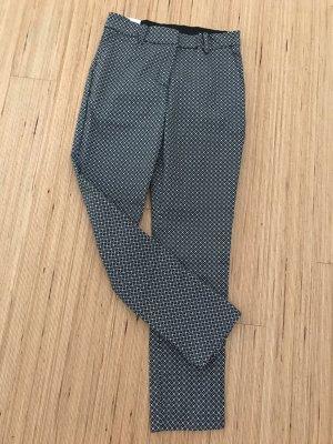 Schwarz weiß gemusterte Hose