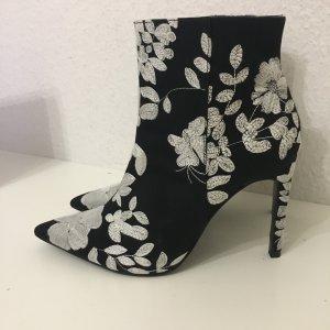 Schwarz/Weiß gemusterte Stiefeletten