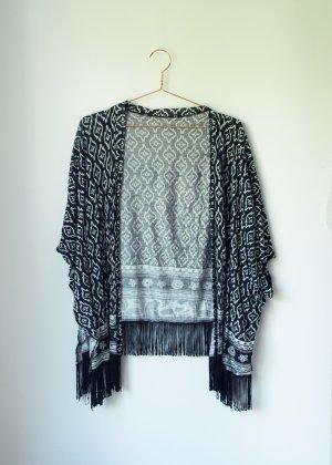 schwarz weiß gemusterter Kimono Überwurf mit Fransen Amisu S/M