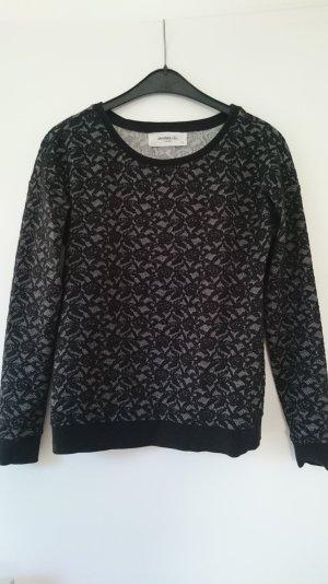 Schwarz weiß gemusterter Pullover