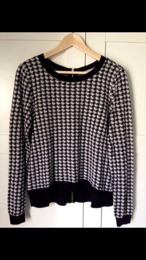 Schwarz/Weiß gemusterter Pullover