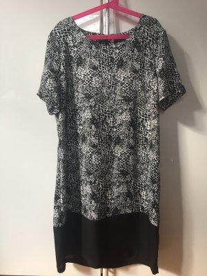 Schwarz-weiß gemustertes Kleid von Modström