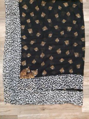 schwarz weiß gemustertes Tuch
