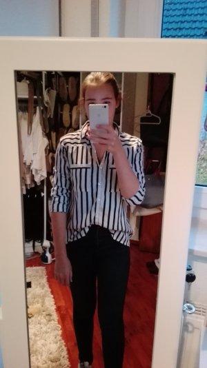 Schwarz-Weiß gestreifte Bluse von Amisu