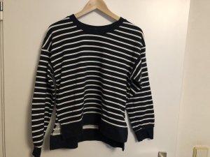 Schwarz/weiß gestreifter Pullover