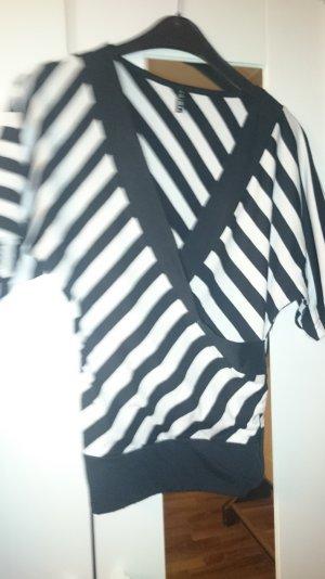 schwarz weiß gestreiftes Shirt