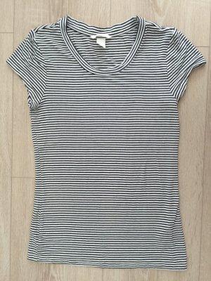 Schwarz weiß gestreiftes T-Shirt