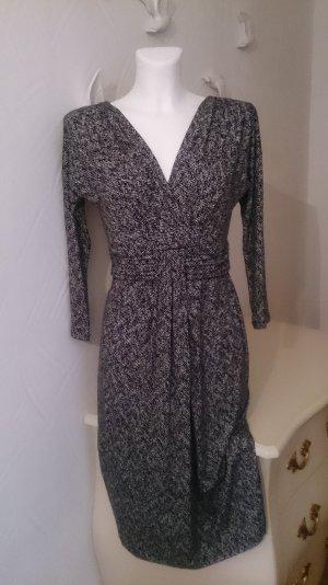 Schwarz-weiß Kleid in Wickeloptik