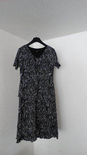 Schwarz-weiß marmoriertes Volant-Kleid