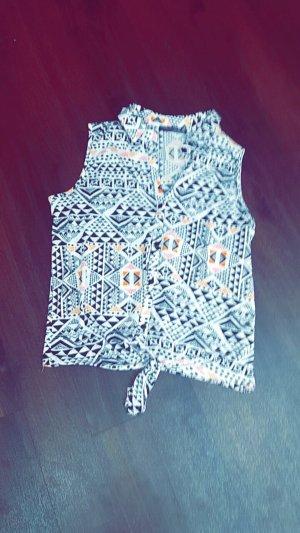 Schwarz/weiße Bluse mit kleinen Farbakzenten