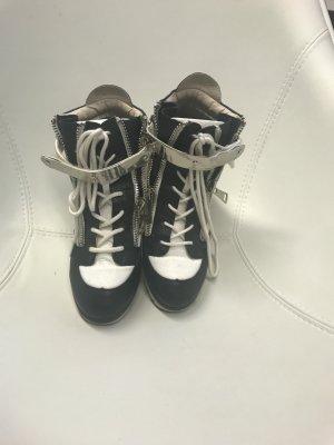 Schwarz weiße hohe Sneaker