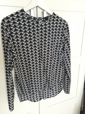 schwarz-weiße langärmelige Bluse