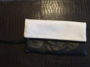 Schwarz-weiße Leder-Clutch