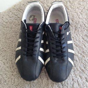 Schwarz weiße Levi's sneaker GR 42