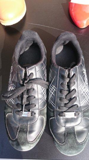 Schwarz-weiße Sneaker mit Strasssteinen