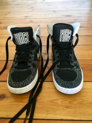 Schwarz Weisse Sneakers von Nike