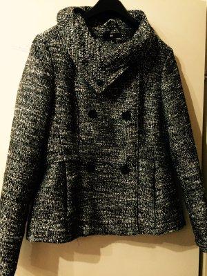 Schwarz weißer Mantel mit Knopfleiste