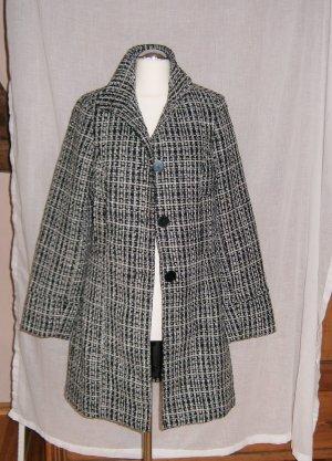 Schwarz-Weißer Mantel mit Webmuster