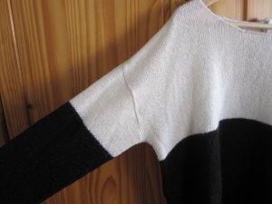 Schwarz- weißer Pulli von H&M, kaum getragen Größe M, am Rücken mit Knöpfen