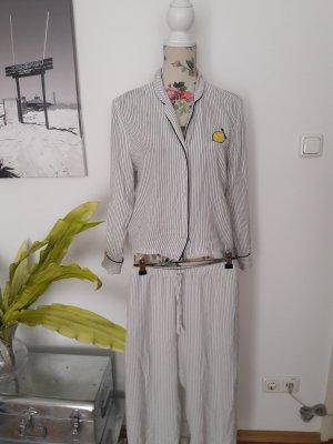 Schwarz-weißer Pyjama, Schlafanzug mit Streifen und Zitrone