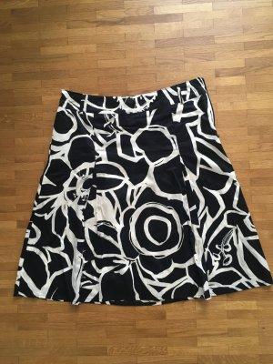 Schwarz-weißer Rock mit Muster von s.Oliver Selection
