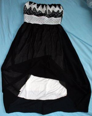 Schwarz weißes Bandeaukleid mit Ethno Muster