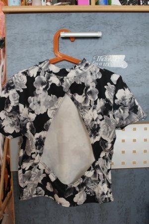 schwarz-weißes Croptop mit Rückenausschnitt - ungetragen