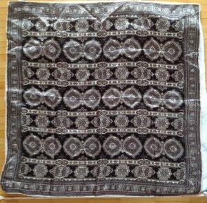 Foulard blanc-noir polyester